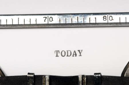 comunicación escrita: mecanografiado palabra hoy en m�quina de escribir vieja