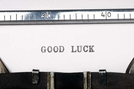 buena suerte: palabras la buena suerte escribe en la m�quina de escribir vieja Foto de archivo