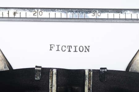 comunicación escrita: Palabra escrita en una vieja máquina de escribir Foto de archivo