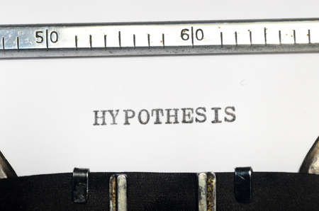hipotesis: palabra hipótesis de mecanografía en una máquina de escribir vieja