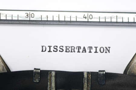 woord proefschrift getypt op een oude typemachine Stockfoto