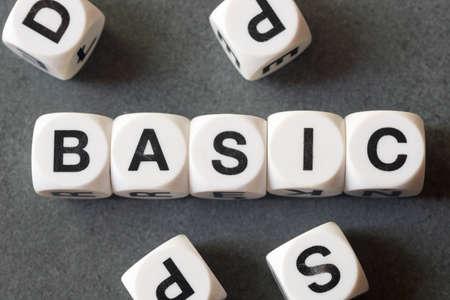 Palabra básica en cubos de juguete blanco Foto de archivo - 78538058