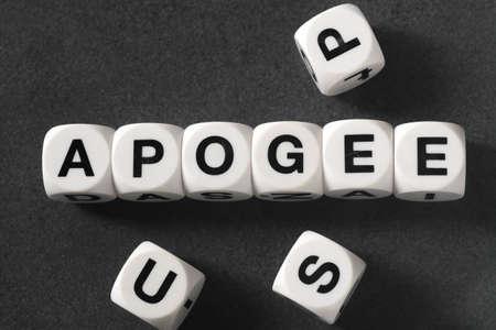 Palavra apogeu em cubos de brinquedo branco Foto de archivo - 80633934