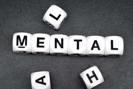 Palabra mental en blanco cubos de juguete Foto de archivo - 84390631