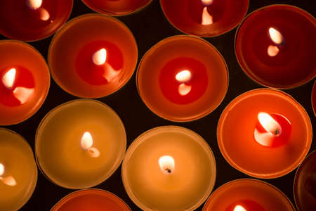 closeup to burning tealights in warm colors Standard-Bild