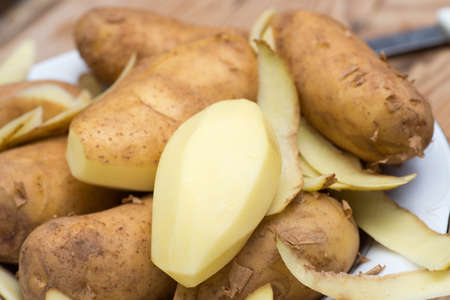 raw peeled potato macro selective focus 版權商用圖片