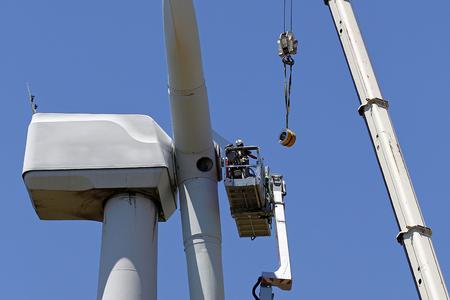 éolienne en cours de réparation
