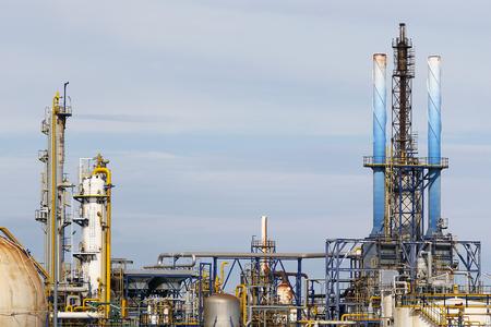 chemical plant: Industriële installaties in een chemische fabriek
