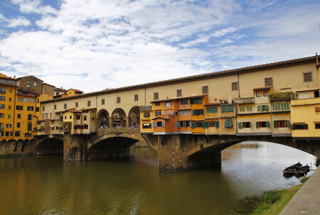 vechio: City view of Firenze, the ponte vecchio in the river Arno