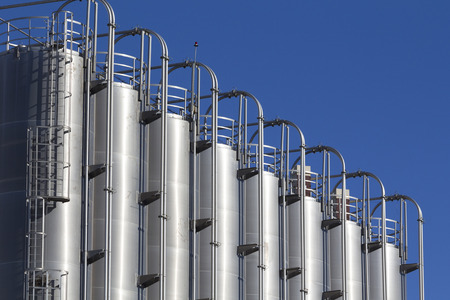 Silos industriels dans l'industrie chimique Banque d'images