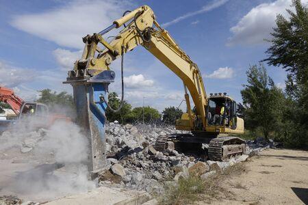 Big excavator with hammer, for concrete demolition