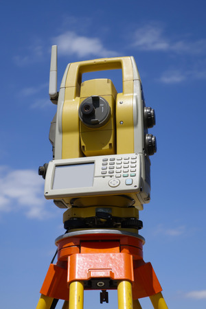 mensuration: Total station for surveying purposes Stock Photo