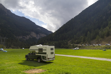 4x4: 4x4 mobile home outdoors, in a green valley