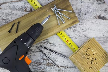 herramientas de carpinteria: Destornillador el�ctrico y herramientas de carpinter�a Foto de archivo