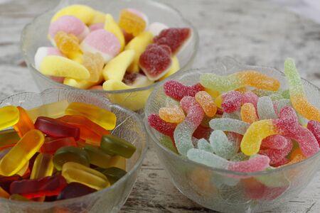 甘いキャンディー ガラスのボウル