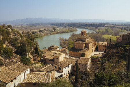 ebre: Miravet is an old little village located in the middle of the Terres del Ebre, in a beautiful landscape between mountains, the River Ebro and a leafy bank forest, in Catalunya, Spain