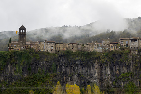 bordered: Castellfollit de la Roca is a village of Garrotxa, in the province of Girona, Catalonia, Spain. The urban area is bordered by the confluence of the Fluvi� and Toronell rivers, between which the towns basalt cliff rises.