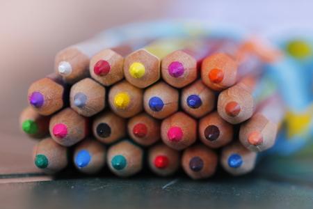 Crayons colorés dans une composition macro Banque d'images