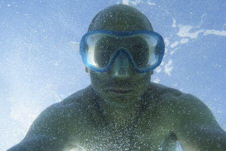 Selfie sous l'eau avec masque de plongée