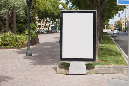 Le billard en blanc se moque dans un parc Banque d'images