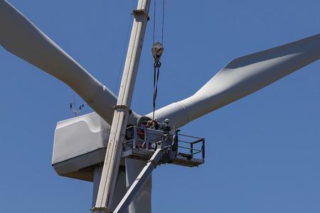L'éolienne étant réparée, pour la production d'électricité