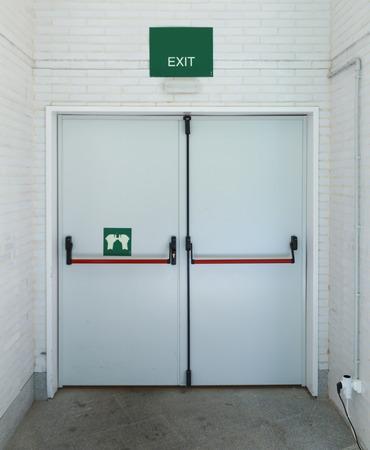Porte de sortie de secours fermée, pour une évacuation rapide Banque d'images