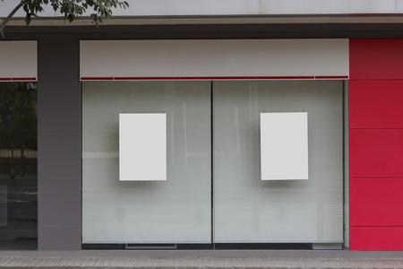 Bureau avec vitrine vierge maquette