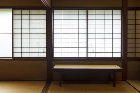Traditional interior house in Japan, with paper and wood windows Banque d'images