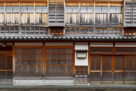 Traditional japanese wood facade in a typical house of Japan Banque d'images