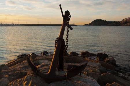at anchor: ancla en un puerto Foto de archivo