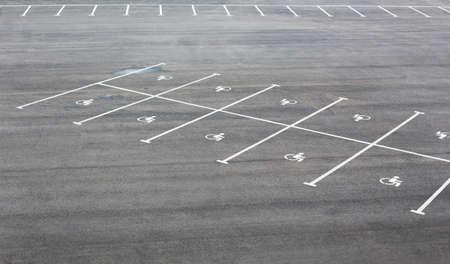Markings on the asphalt for parking for disabled Banque d'images
