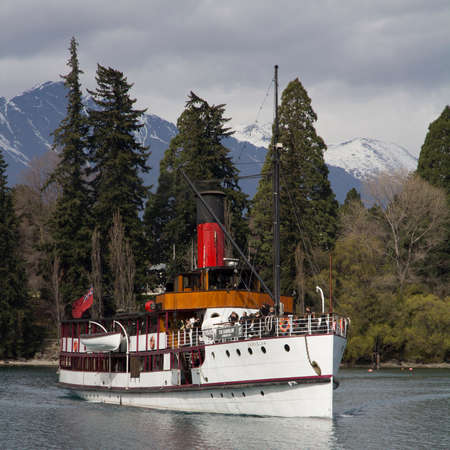 nz: QUEENSTOWN, NZ - SEP 23: The TSS Earnslaw Vintage Steamship on Sep 17 2015 coming into dock