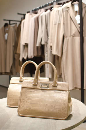 neckless: Lady purses