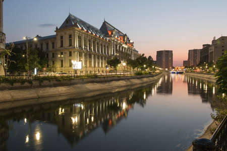 bucuresti: Bucharest, Romania  August 4, 2015: Dimbovita River and the Justice Palace in Unirii Square. Editorial