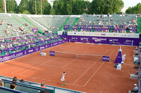 bucuresti: Bucharest, Romania - July 9, 2014: Image from the central arena of BNR Arenas, during the tennis match between no.1 Romanian tennis player, Simona HalepRomania and Indy De VroomeNetherlands.