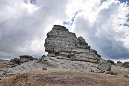 sphinx: La Esfinge - montañas de Bucegi, una maravilla natural.