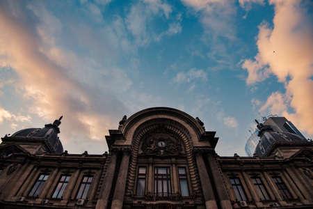 Bukarest Architektur in der Innenstadt bei Sonnenuntergang