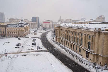 bucuresti: Bucharest, Romania – January 17, 2016: Bucharest downtown after a massive snowing, Calea Victoriei and city center neighborhood. Editorial
