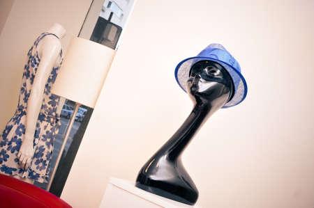 chapeau de paille: Chapeaux à une boutique de mode de luxe