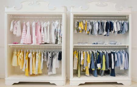 Magasin de vêtements pour enfants Banque d'images - 67312890