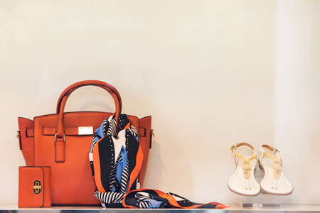Shoes and purses in a luxury boutique Stockfoto