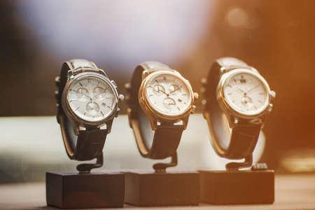 cronógrafo: Relojes de lujo en una tienda en Londres