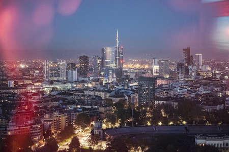 Milaan luchtfoto 's nachts
