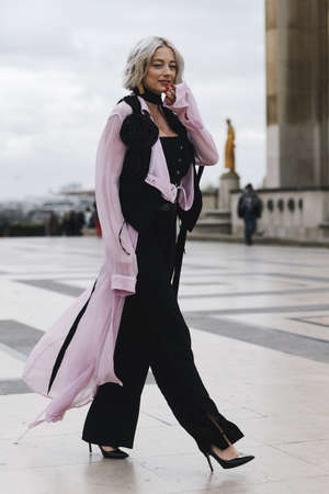 Paris, France - February 28, 2019: Street style outfit -  Caroline Vreeland before a fashion show during Paris Fashion Week - PFWFW19 Sajtókép