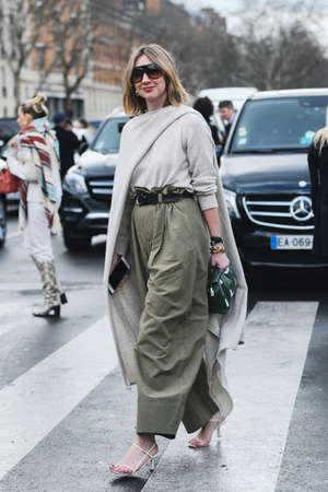 Paris, France - March 01, 2019: Street style outfit -  Lisa Aiken after a fashion show during Paris Fashion Week - PFWFW19 Publikacyjne