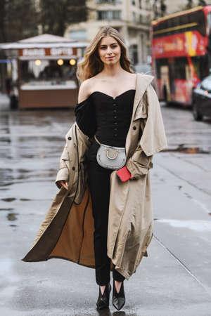 Paris, France - 02 mars 2019 : tenue de style urbain - après un défilé de mode pendant la Fashion Week de Paris - PFWFW19