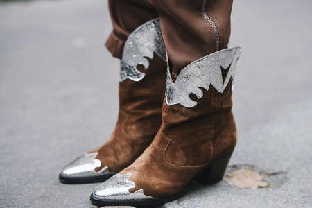 Paris, Frankreich, 03. März 2019: Streetstyle-Outfit - Cowboystiefel im Detail nach einer Modenschau während der Paris Fashion Week - PFWFW 19