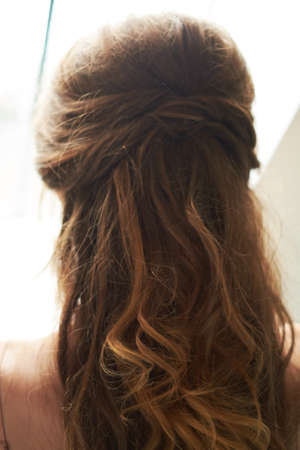 close-up of hair clip on bride's hair 版權商用圖片