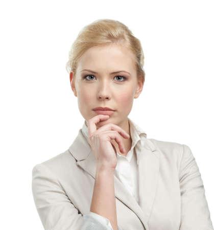 rubia ojos azules: Mujer de negocios con un traje de color beige claro, aisladas sobre fondo blanco Foto de archivo