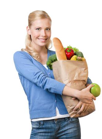 mental object: Mujer bonita joven con una bolsa de papel llena de comida saludable, aislado en blanco Foto de archivo
